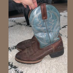 Ariat Men's Round Toe Boot brown and turquoise